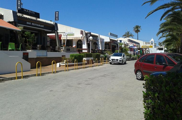 El Poblet shopping and cafes