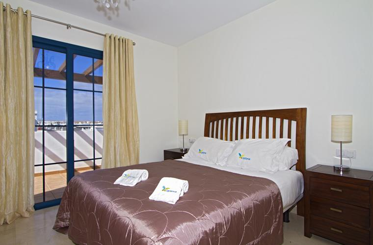 Upper floor double room with patio doors to balcony