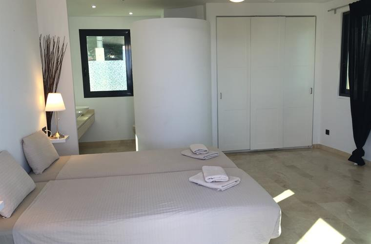 Bedroom 1 (ensuite)