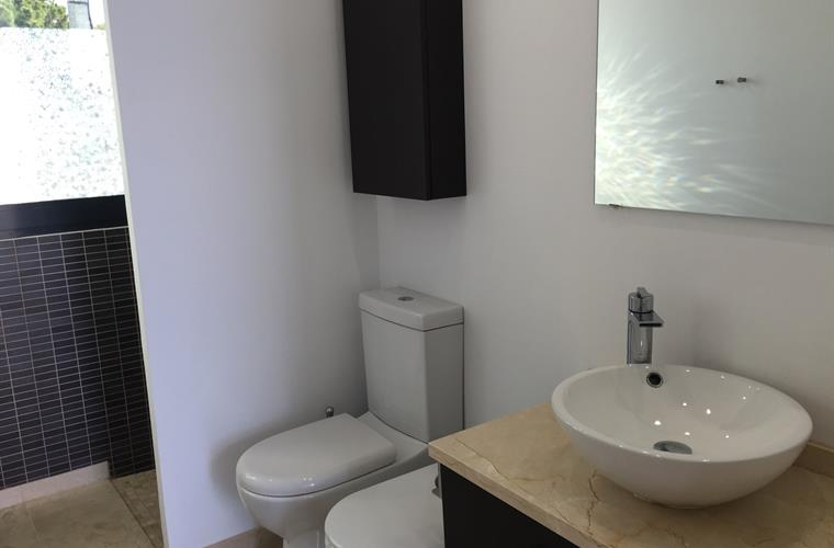 Bathroom 2 (ensuite)