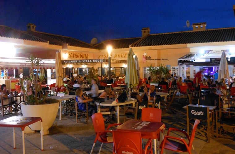 Bars and restaurants in Plaza Mayor in Gran Alacant.