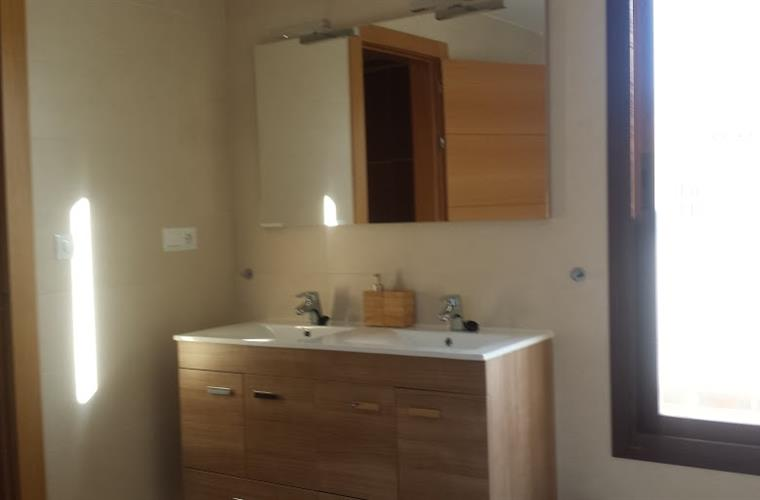 bathroom en suite 2