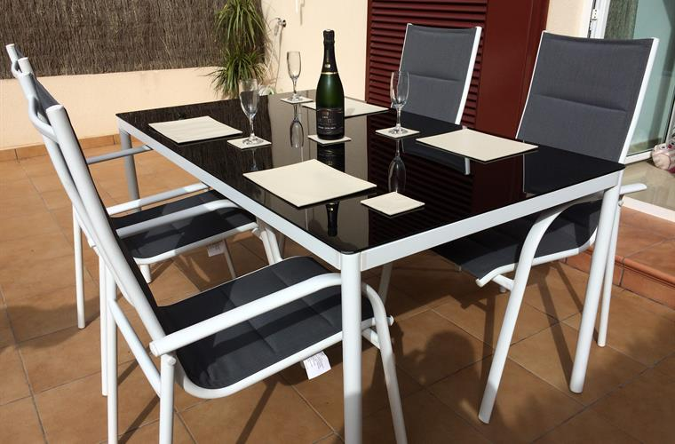 Holiday apartment for rent in playa flamenca playa for Apartment terrace furniture