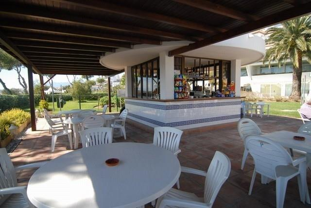 Poolbar open from April to October