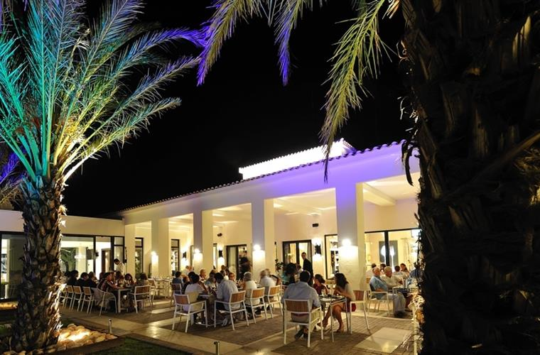 Night Atmosphere at the Clubhouse restaurant