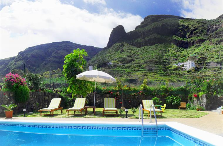 Gorgeous mountains. Swimming pool + Garden. South views