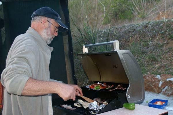 Cook tasty meals quickly with the Gas BBQ