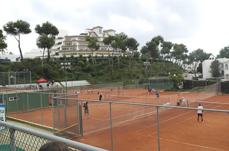 Tennis courts within 10 minutes walk.
