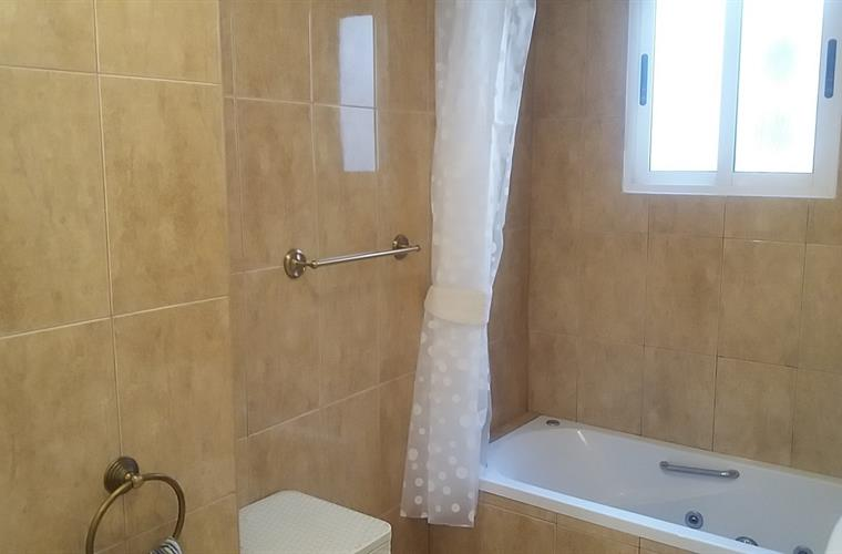 Bathroom with small hydro barth