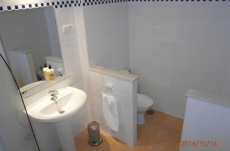 Holiday apartment for rent in fuengirola torreblanca for Bathrooms fuengirola