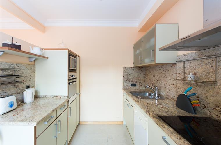 Fully equipped kitchen with top of the line appliances