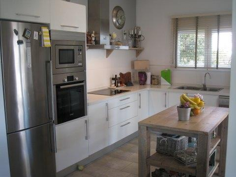All good  quality and a well fitted kitchen