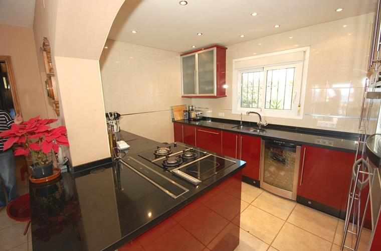 State of the art kitchen with many luxury features