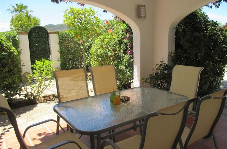 Holiday apartment for rent in j vea los cerezos j vea for Outdoor furniture javea