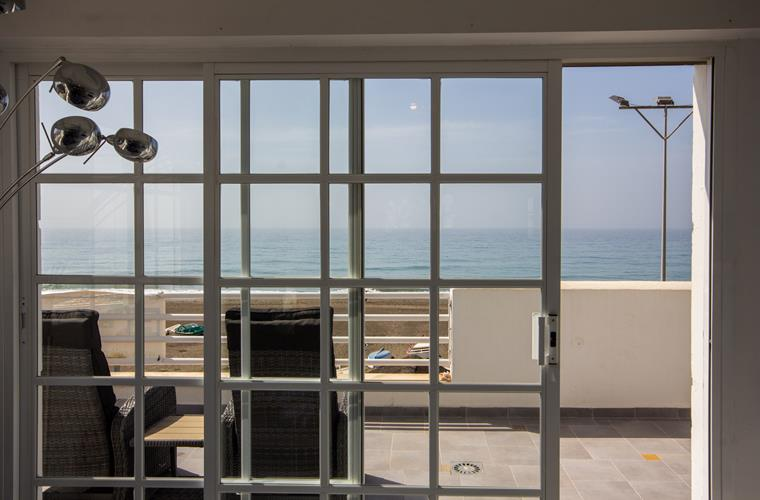 direct acces to terrace with sea views