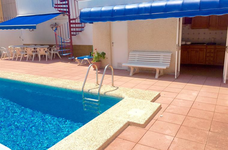 Holiday villa for rent in cambrils cambrils vacation for Piscina cambrils