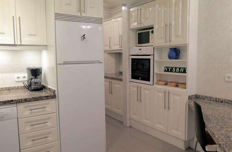 Kitchen fully equipped, including separated laundry alcove
