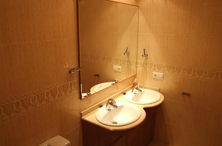 En Suite bathroom with shower and bidet.