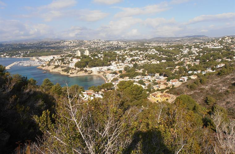Views of Moraira and the beach of El Portet.