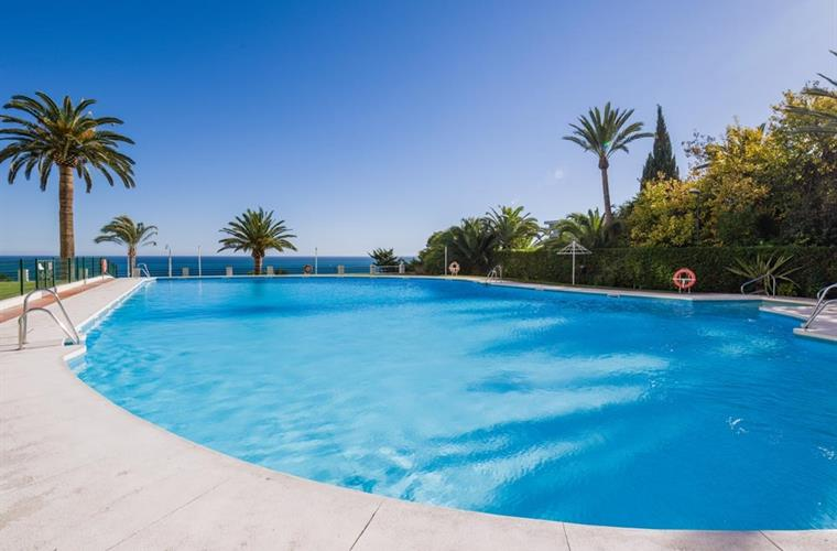Nice and large swimming pool with views on the mediterranean sea