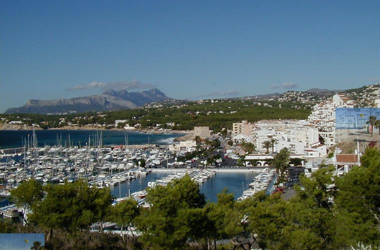 Moraira & its marina area (Sierra Bernia mountains in background)