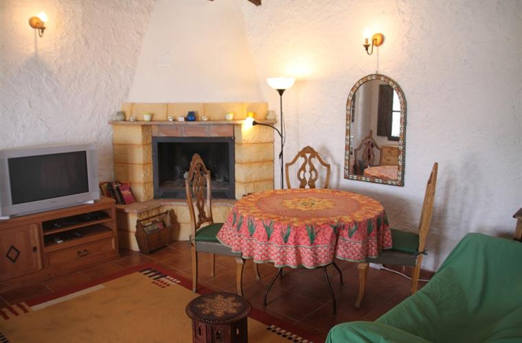 Living room fully equipped and chimney