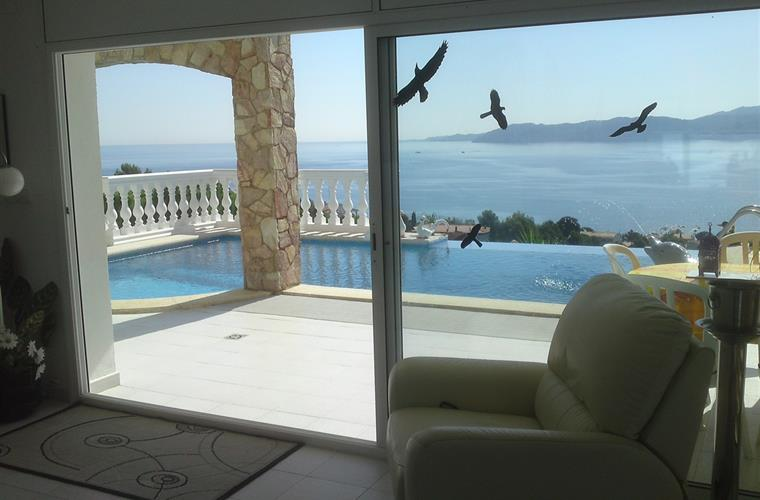 View from living room to pool and sea