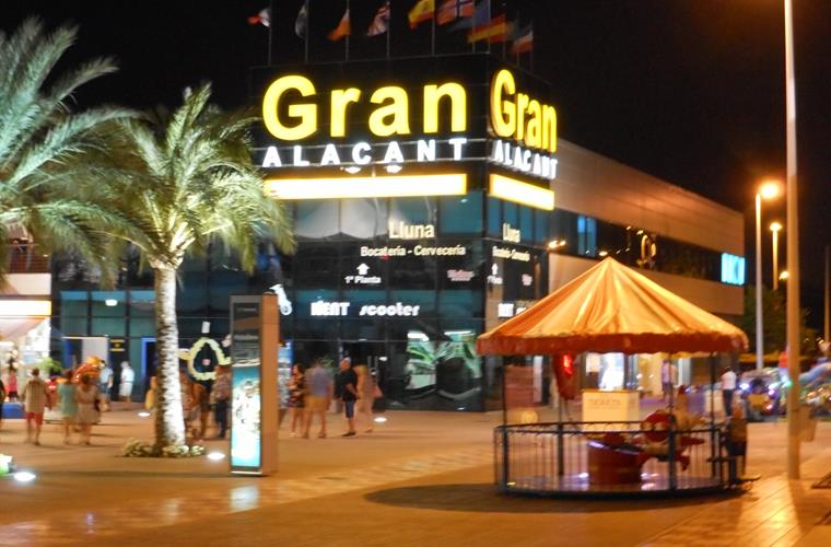 Gran Alacant commercial centre for shopping, food, drink & leisure