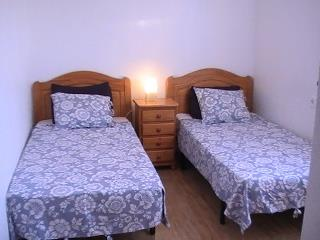 2 bed bedroom