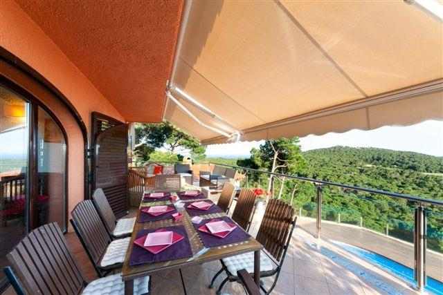 upper dining and relaxing terrace