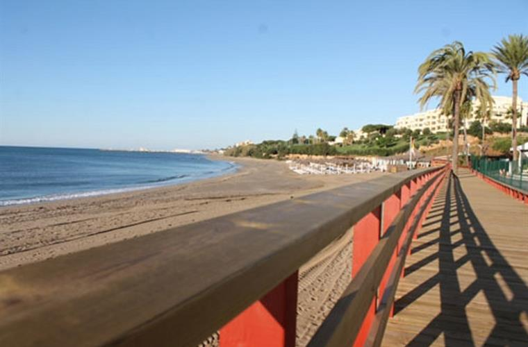 A walk along tihe beach on the newly build boardwalk