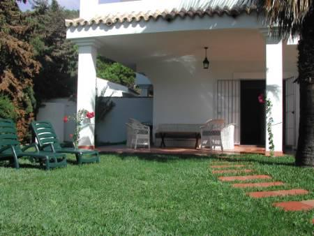 Well cared private garden with grass and BBQ