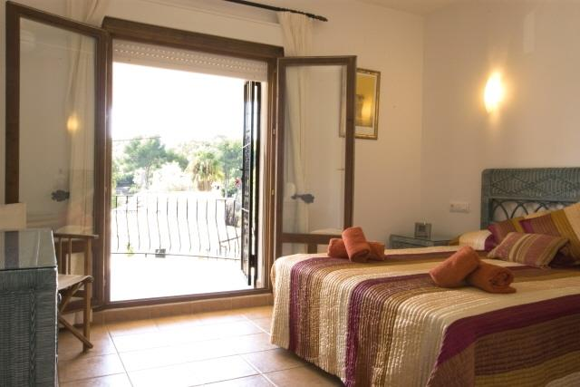 Double bedroom with en suite and balcony