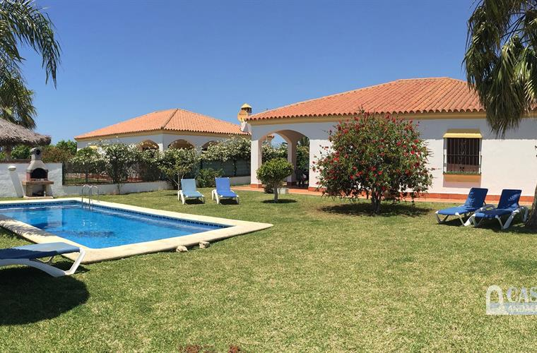 holiday villas with pool in Roche Viejo (Conil)