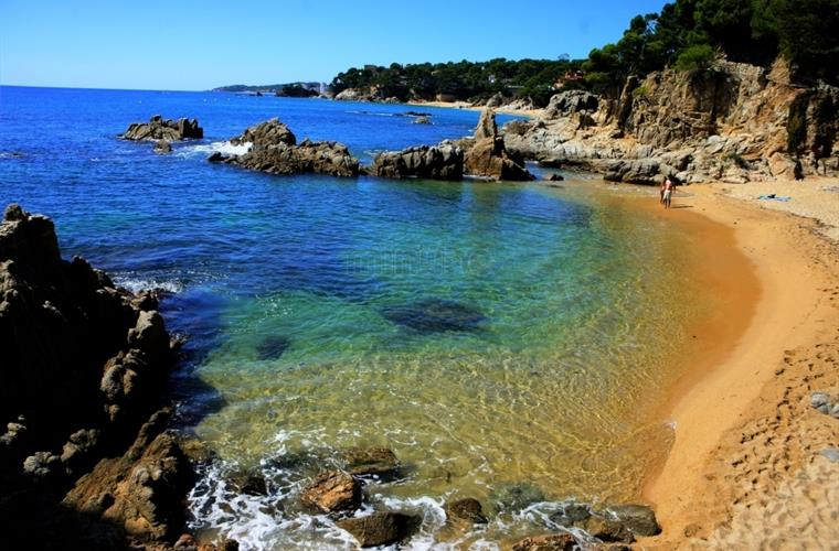 Coves, small beaches and larger ones if wanted