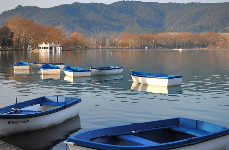 Banyoles lake, 2 km. from the house