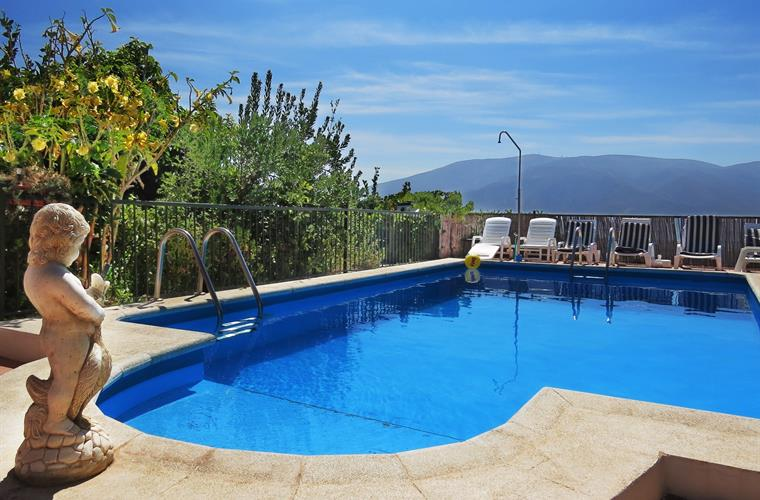 A fantastic pool with a breathtaking view to the valley