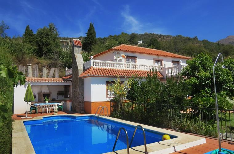 Holiday villa with 4 bedrooms in walking distance to the village