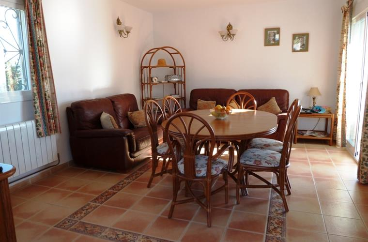 Breakfast Room dines 6 and with 2 sofas