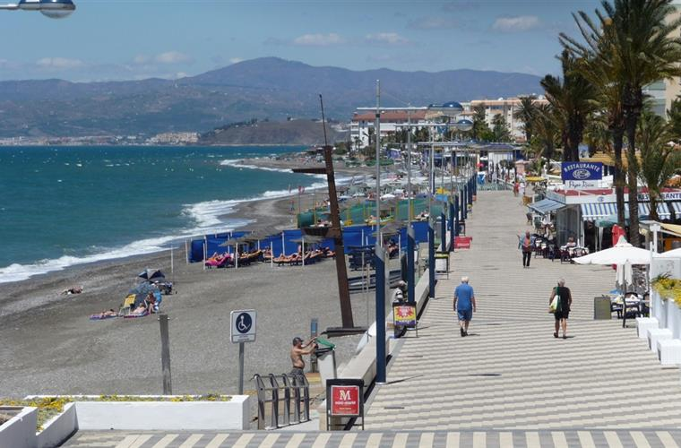 2KM Torrox Costa Promenade. Right on your doorstep!