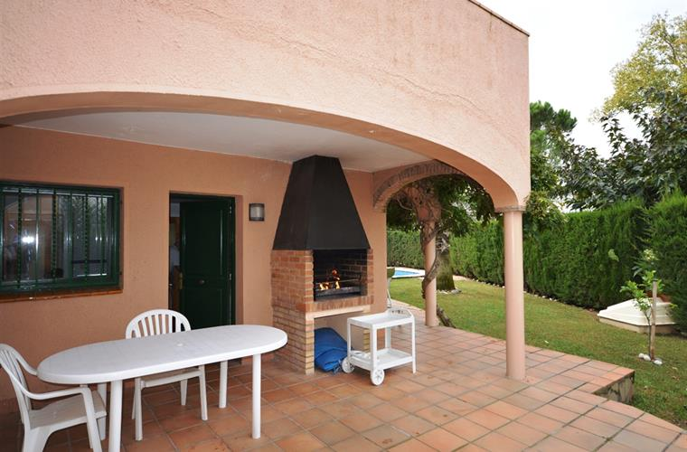 KITCHEN TERRACE & BARBECUE AREA