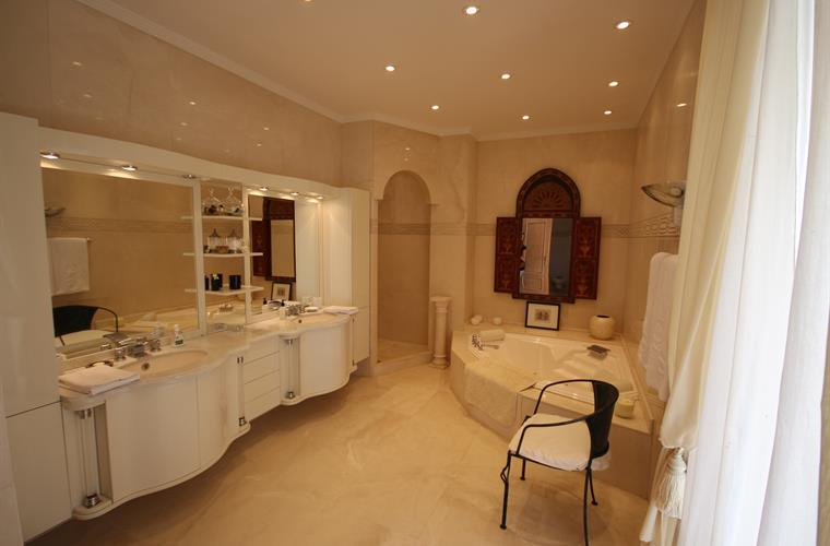 En-suite bathroom.