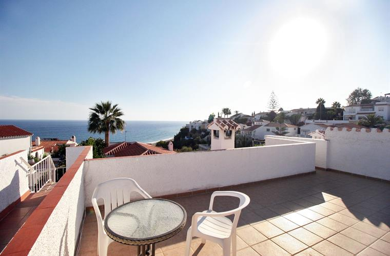 Roof terrace and views of the sea
