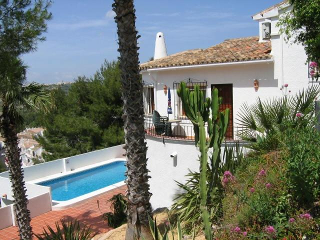 Detached villa. Superb views. Quick, easy, direct drive to beaches