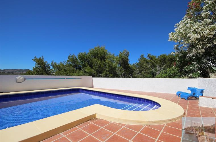 Beautiful pool, extensive terrace, superb views, 5 mins to beach