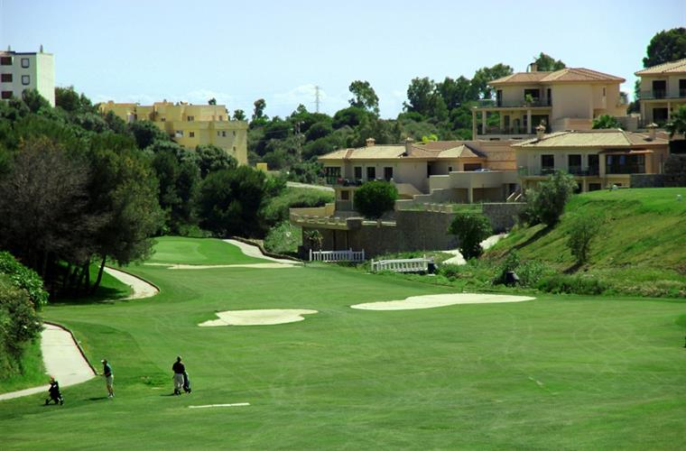 Golf courses within minutes drive away