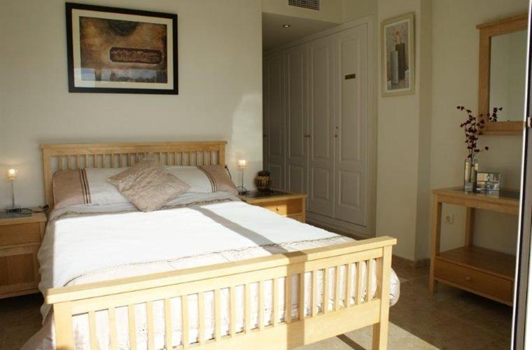 Master Bedroom with full en-suite, access to terrace and sea view!