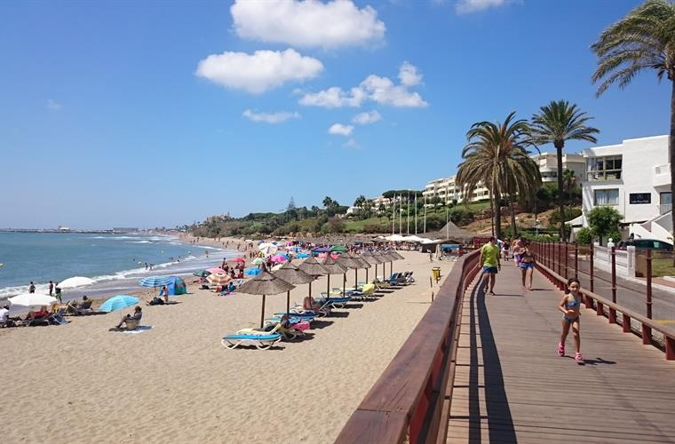 Las Lunas beach and Chiringuito in Calahonda with new boardwalk