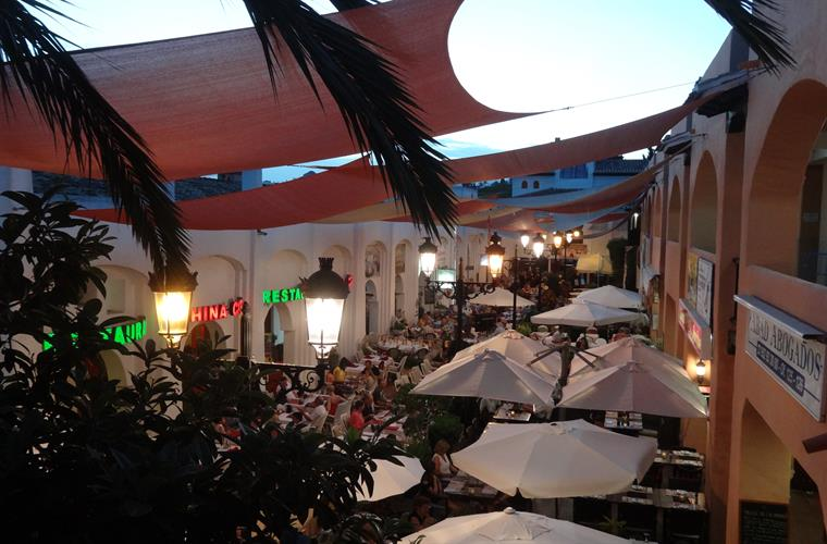 Local 'El Zoco' centre with pedestrianised bars and restaurants