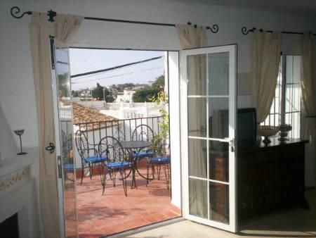 Loung and french window to terrace